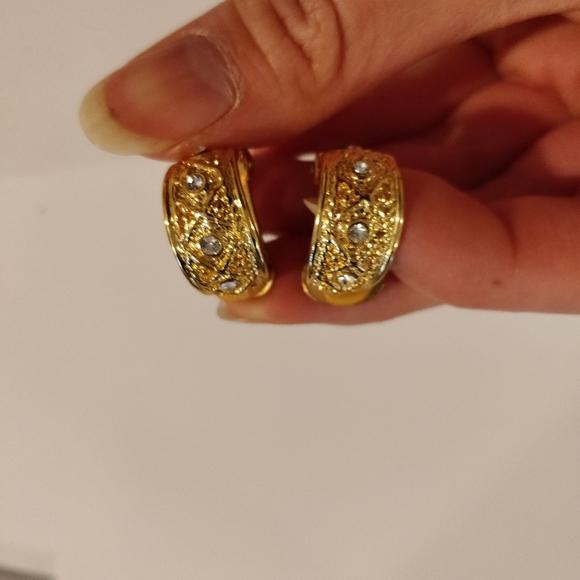 (3/$15) Vintage clip on earrings